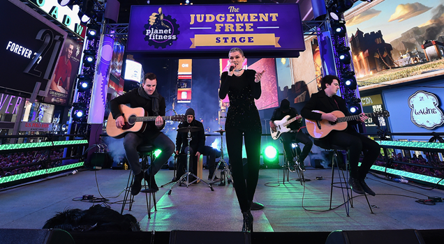Jessie J performs Times Square New Year's Eve 2016 York Domino Price Tag Bang Bang Masterpiece Imagine Videos Photos